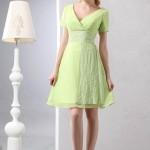 yeşil renkte Kısa Nişan Elbiseleri